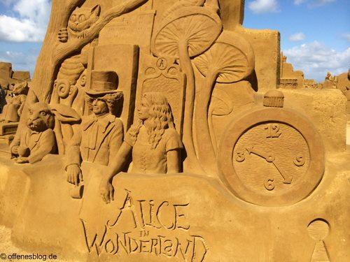 Sandskulpturen Alice im Wunderland