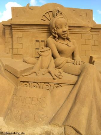 Sandskulpturen Froschkönigin