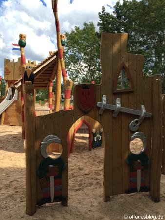 Spielplatz Ritterburg zwei Ritter
