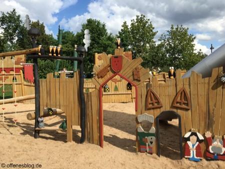 Spielplatz Ritterburg Königin und König