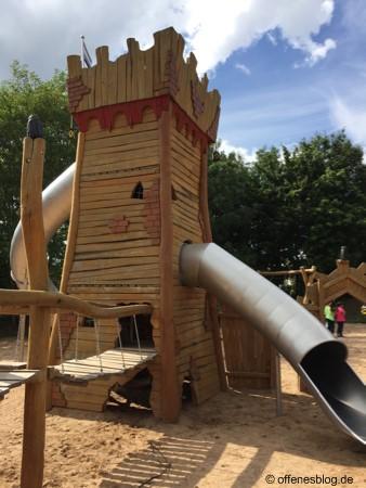Spielplatz Ritterburg Turmrutschbahnen