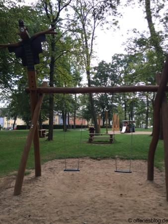 Themenspielplatz Vogelscheuche Schaukel